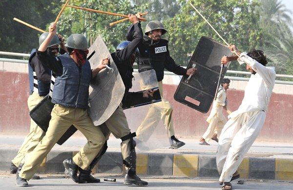 Pakistanda Film Protestosunda Kan Aktı 13