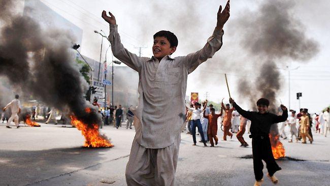 Pakistanda Film Protestosunda Kan Aktı 14