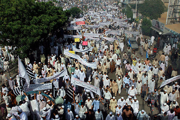 Pakistanda Film Protestosunda Kan Aktı 8