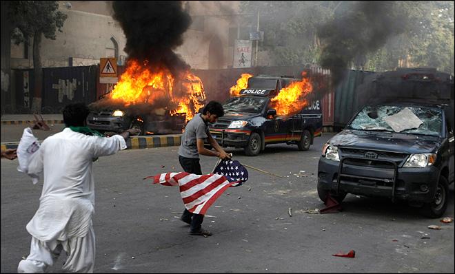 Pakistanda Film Protestosunda Kan Aktı 9