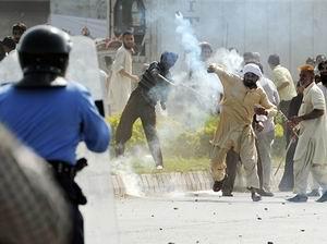 Pakistanda Film Protestosunda Kan Aktı