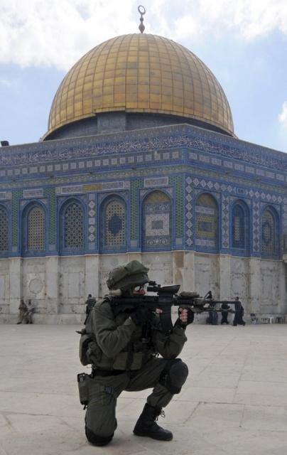 Siyonist Askerler Mescid-i Aksaya Girdi 5