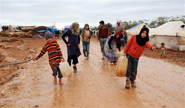 Sınırda Bekleyen 10 Bin Masum Çocuk 10