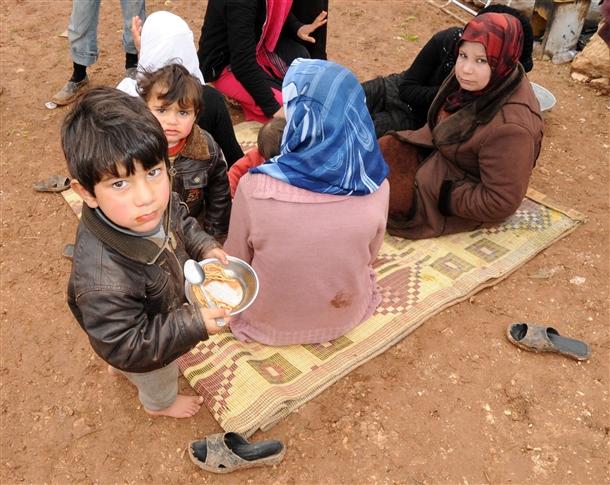 Sınırda Bekleyen 10 Bin Masum Çocuk 11