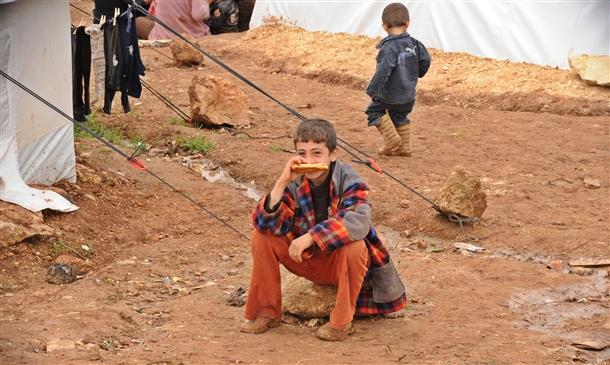 Sınırda Bekleyen 10 Bin Masum Çocuk 3
