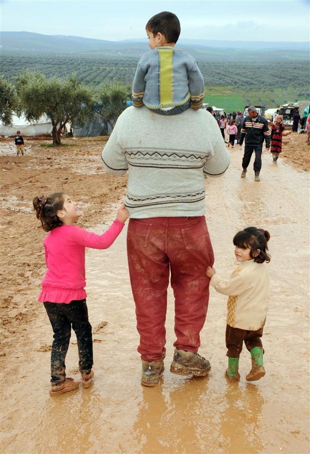 Sınırda Bekleyen 10 Bin Masum Çocuk 6