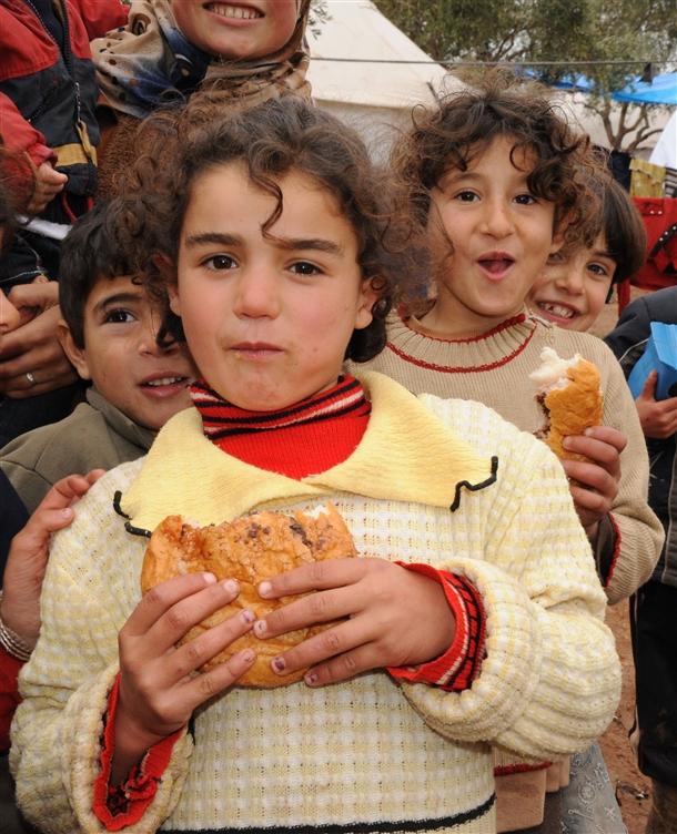 Sınırda Bekleyen 10 Bin Masum Çocuk 7