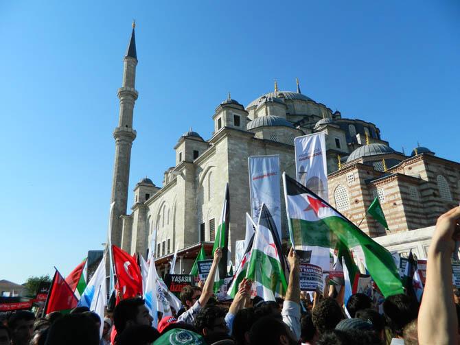 On Binler Fatih'te Kudüs ve Mavi Marmara İçin Yürüyor 1