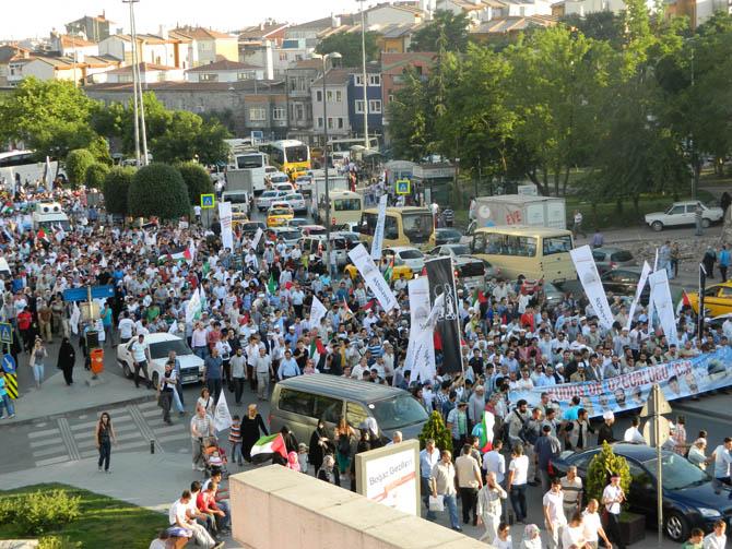 On Binler Fatih'te Kudüs ve Mavi Marmara İçin Yürüyor 17