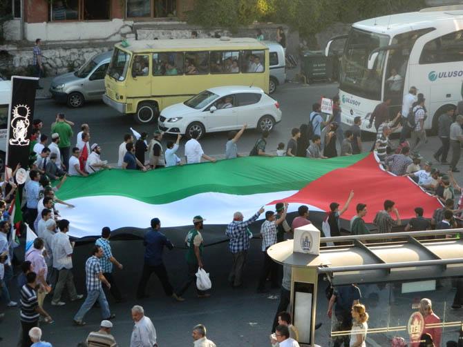 On Binler Fatih'te Kudüs ve Mavi Marmara İçin Yürüyor 20
