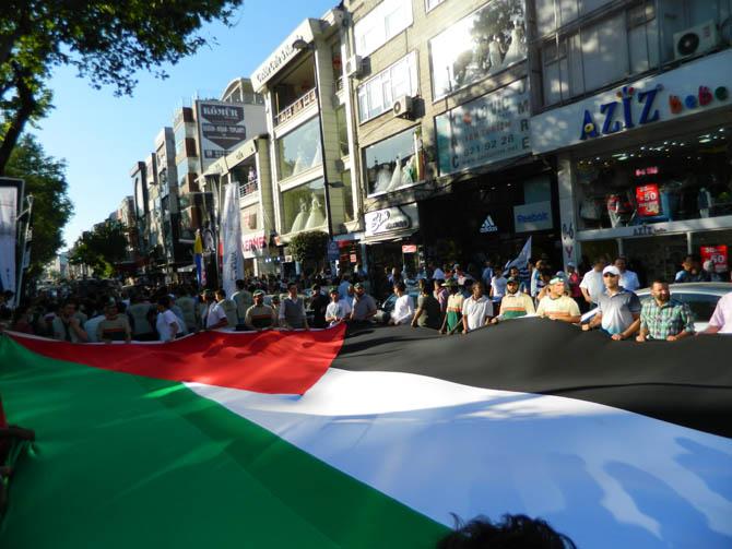 On Binler Fatih'te Kudüs ve Mavi Marmara İçin Yürüyor 7