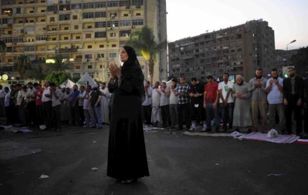 Müslüman Kardeşler Meydanları Terketmiyor, Direniyor! 1