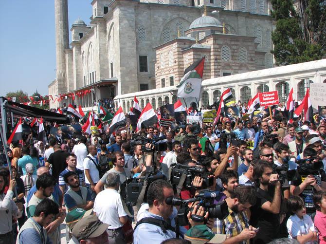 Mısırdaki Katliam Fatih Camiinde Protesto Edildi 1