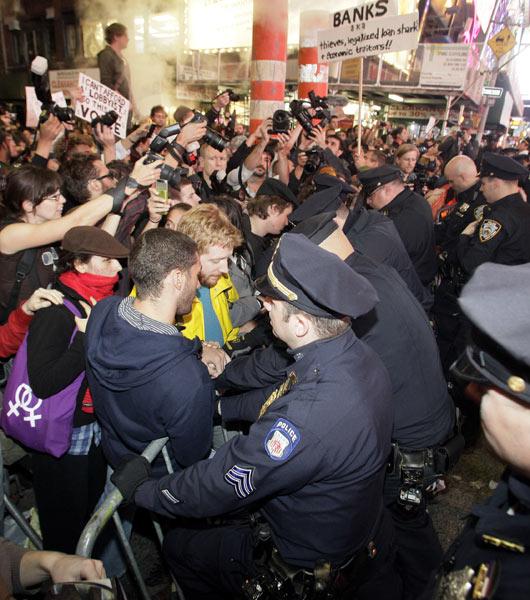 Wall Streeti İşgal Et Ateşi Batıyı Sarıyor 16