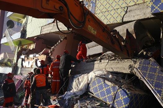 Objektiften Deprem 8