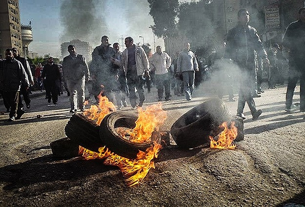 Mursi'nin Yargılanması Protesto Ediliyor 1