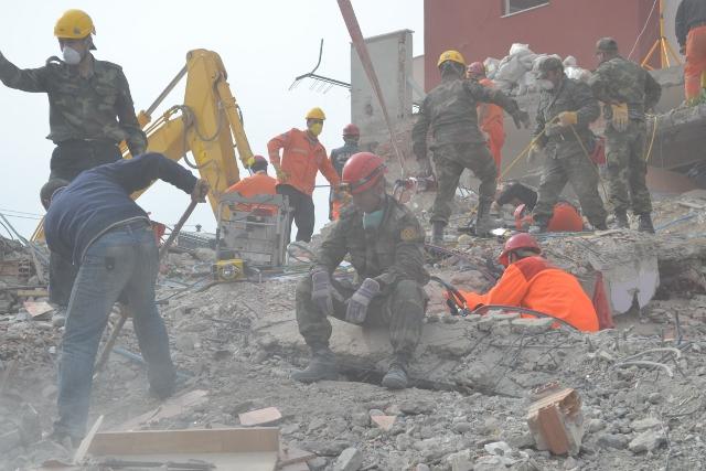 Yaşar Yüzerin Objettifinden Deprem 11