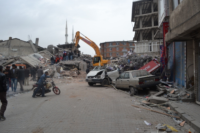 Yaşar Yüzerin Objettifinden Deprem 12