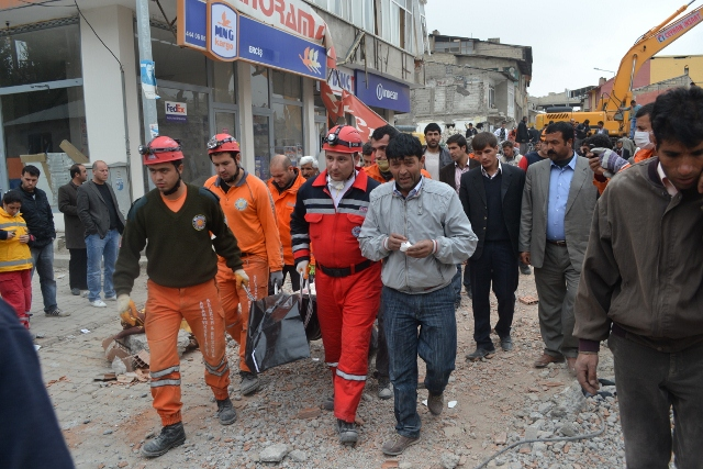 Yaşar Yüzerin Objettifinden Deprem 13
