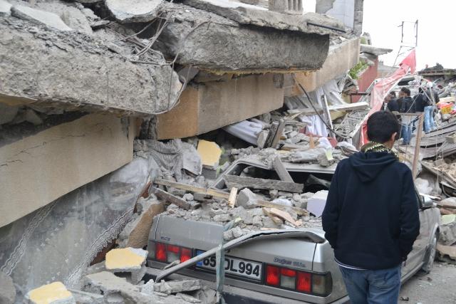 Yaşar Yüzerin Objettifinden Deprem 14