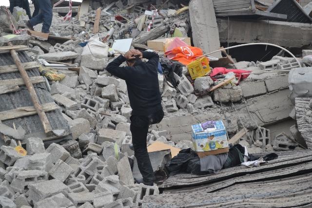 Yaşar Yüzerin Objettifinden Deprem 16
