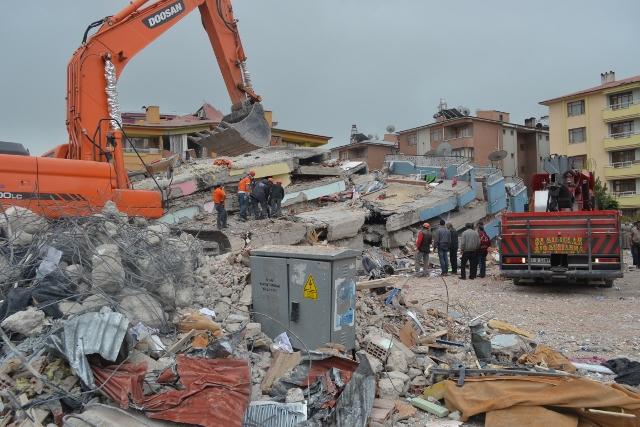 Yaşar Yüzerin Objettifinden Deprem 18