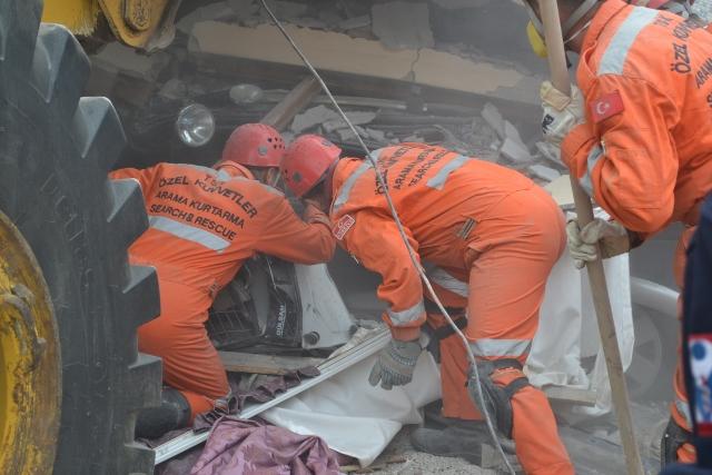 Yaşar Yüzerin Objettifinden Deprem 19