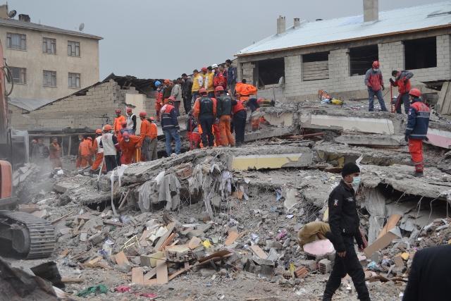 Yaşar Yüzerin Objettifinden Deprem 2