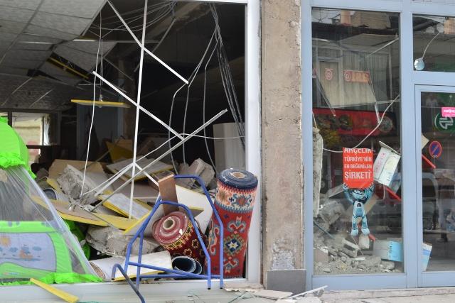 Yaşar Yüzerin Objettifinden Deprem 3