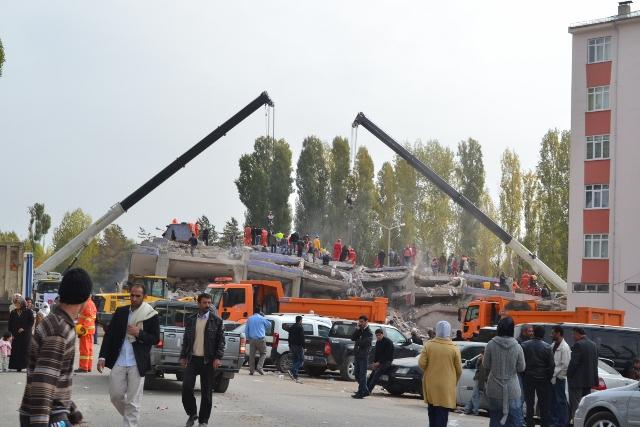 Yaşar Yüzerin Objettifinden Deprem 7
