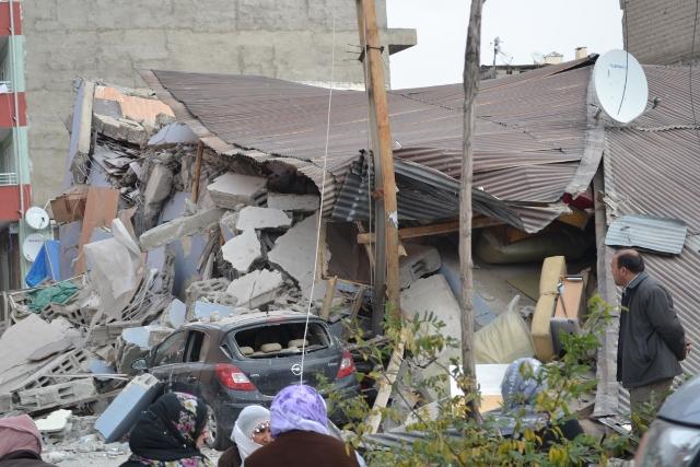 Yaşar Yüzerin Objettifinden Deprem 8