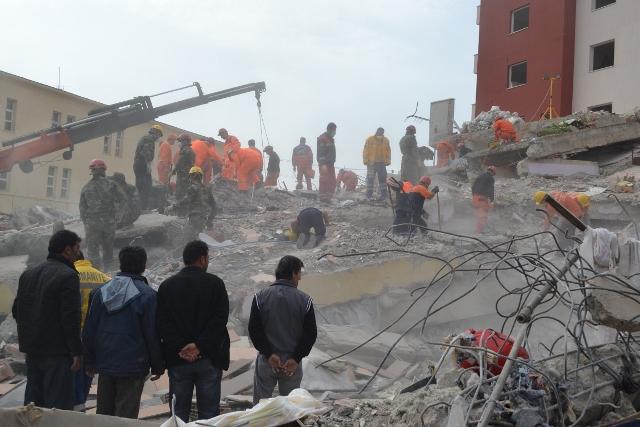 Yaşar Yüzerin Objettifinden Deprem 9