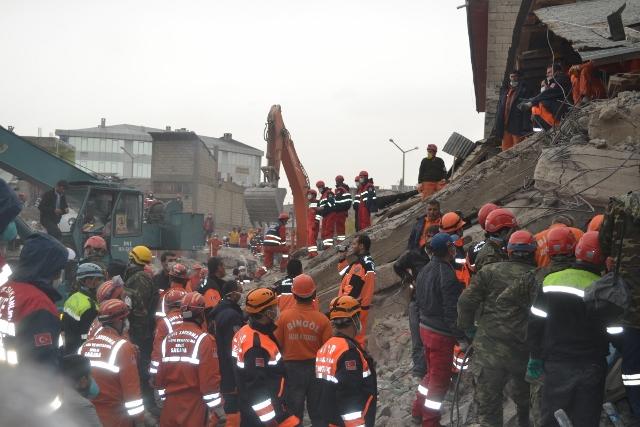 Yaşar Yüzerin Objettifinden Deprem
