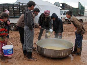 Şiddetli Yağış Kamplarda Yaşamı Zorlaştırdı