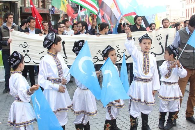 İstiklal Caddesi'nde Kardeşlik Yürüyüşü 1