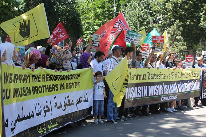 Darbenin Yıldönümünde Sisi Protestosu galerisi resim 1