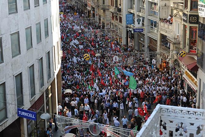 Binlerce Kişi Gazze İçin İstiklal Caddesi'ni Doldurdu 1