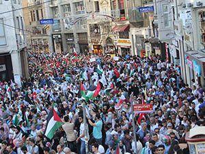 Binlerce Kişi Gazze İçin İstiklal Caddesi'ni Doldurdu