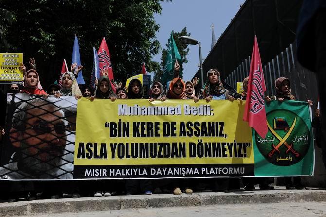 İstanbul'da İhvan Liderlerine Destek Yürüyüşü galerisi resim 1