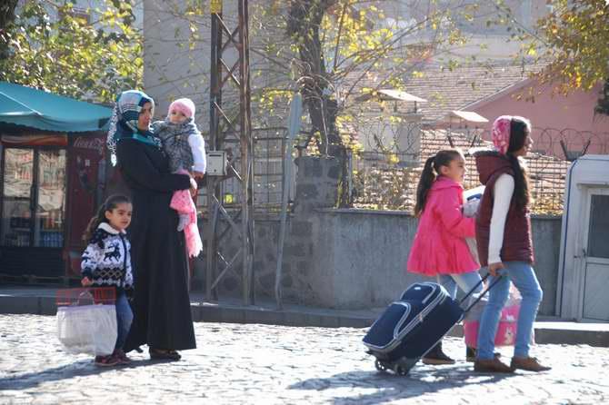 Sur'da Çatışmalara Paralel Göçler de Devam Ediyor 1