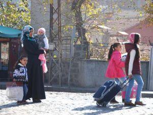 Sur'da Çatışmalara Paralel Göçler de Devam Ediyor