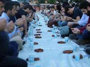 Ayasofya'da Ümmet İftarı Düzenlendi
