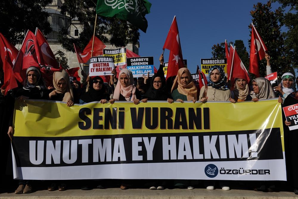 Darbe Kalkışması İstanbul'da Protesto Edildi 1