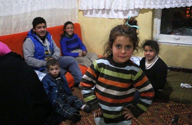 Kaldırımda Uyuyan Minik Suriyeli Çocuk Suad 1
