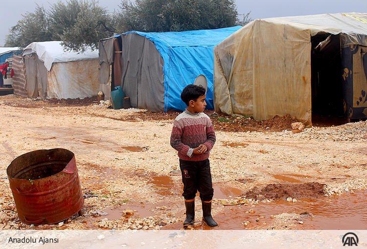 Suriye'deki Çadır Kentlerde Kış Zor Geçiyor! 1