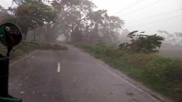 İHH'dan Kasırganın Vurduğu Bangladeş'e Acil Yardım 1