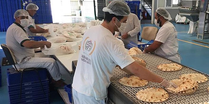 İHH, Suriye'ye Ekmek Ulaştırmaya Devam Ediyor