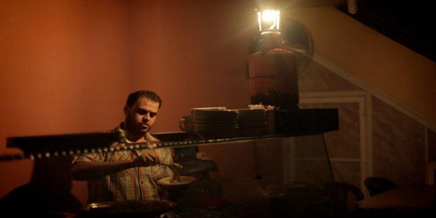 İsrail Gazze'nin Elektriğini 8 Megavat Daha Kıstı!