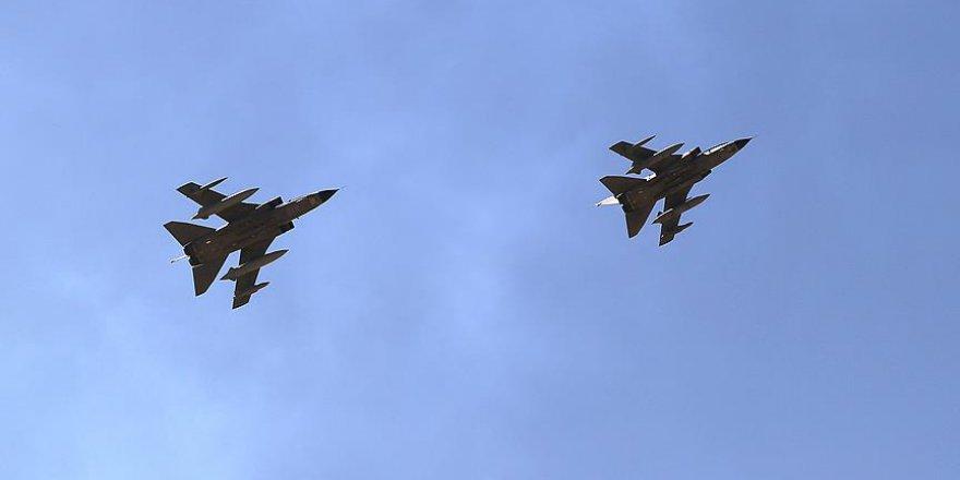 """Afganistan'da NATO Uçakları Yine """"Yanlışlıkla"""" Sivilleri Vurdu"""