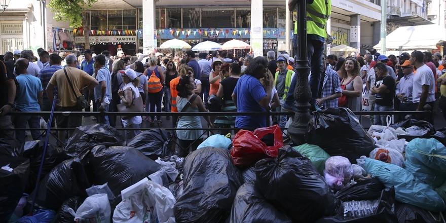 Yunanistan'da Binlerce Temizlik Görevlisi Grevde